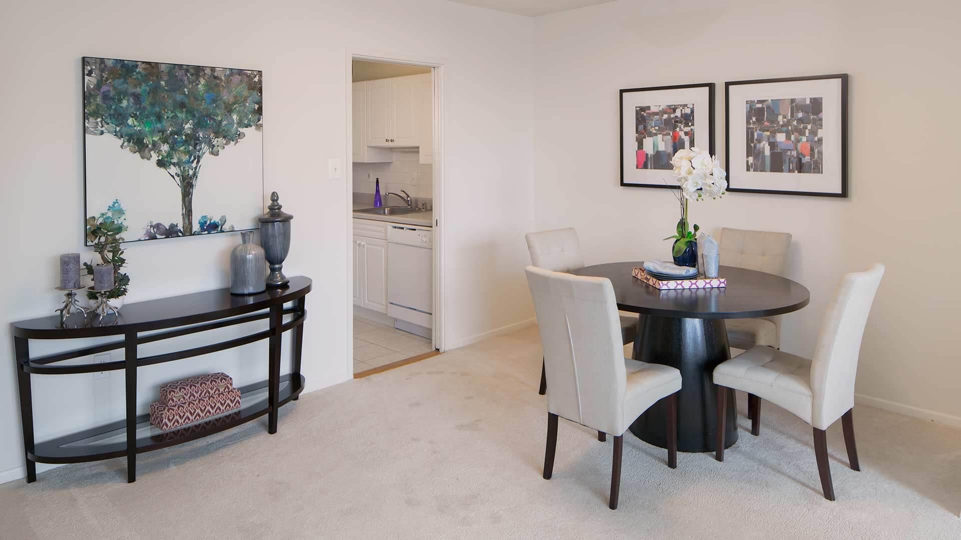 Crystal City Lights Studio e Two & Three Bedroom Apartments
